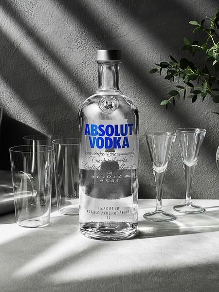 绝对伏特加提高透明玻璃酒瓶中可回收材料的比例至50%