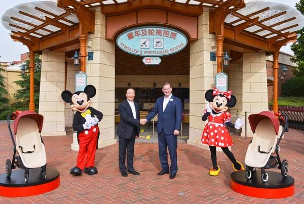 上海迪士尼度假区总裁及总经理薛逸骏(Joe Schott)和好孩子集团创始人、董事局主席宋郑还在上海迪士尼度假区庆祝双方达成为期数年的战略联盟协议