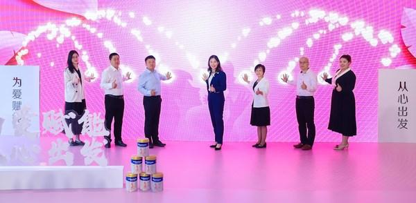 活动嘉宾共同启动爱心月嫂广州项目