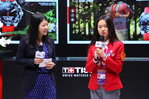 天梭中国区副总裁戴俊珺女士与大学生志愿者互动