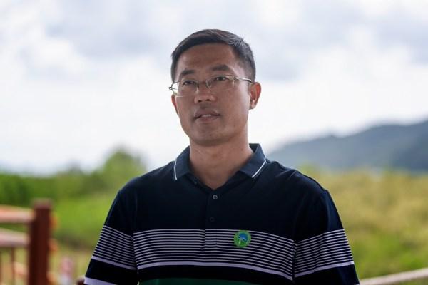 阳江市海陵岛红树林国家湿地公园管护中心主任余振东