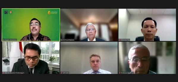 从上至下,从左至右:Dupito D. Simamora、Tan Sri Datuk Dr. Yusof Basiron、Desmond Ng、周浩黎、鼎杰夫、谷克仁