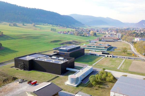 瑞士库威(Couvet)生产基地(图片来源:百时美施贵宝)