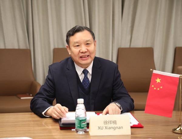 中国家具协会理事长徐祥楠先生发表讲话