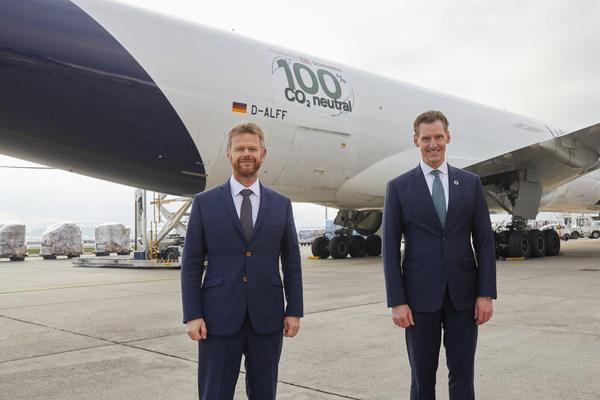 (左起)德国汉莎货运航空首席执行官Peter Gerber与德铁信可首席执行官Jochen Thewes