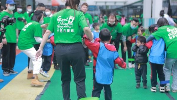 手拉手,让自闭症孩子们不再害怕与外界接触