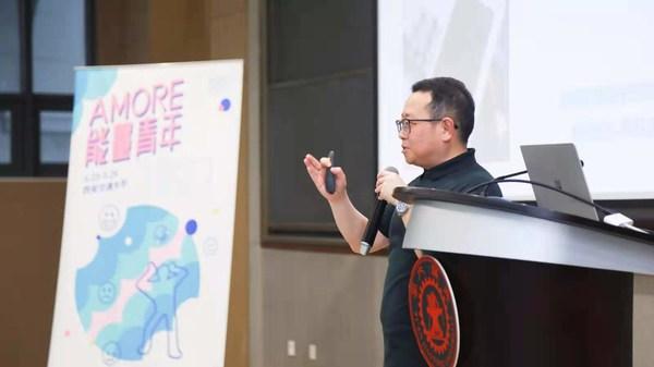 邀请中国心理学会临床与咨询心理学注册心理师郝万胜老师入校宣讲,丰富的案例和生动的讲解加深了同学们对自我觉察的认知