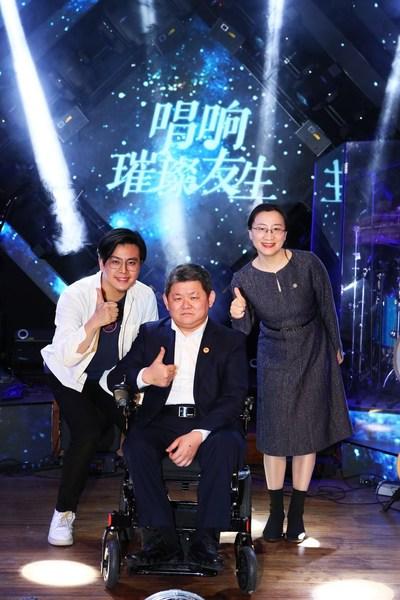 左起:独立音乐制作人、血友病患者代表黄健聪先生,北京血友之家罕见病关爱中心理事长关涛先生,以及上海市同济医院血液科副主任医师修冰副教授