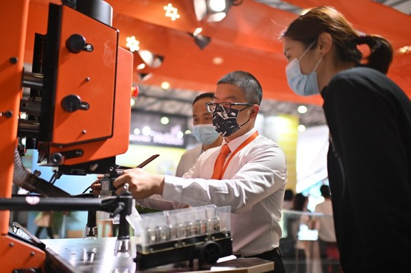 百隆研发的各类安装机器及模具为五金安装带来便利