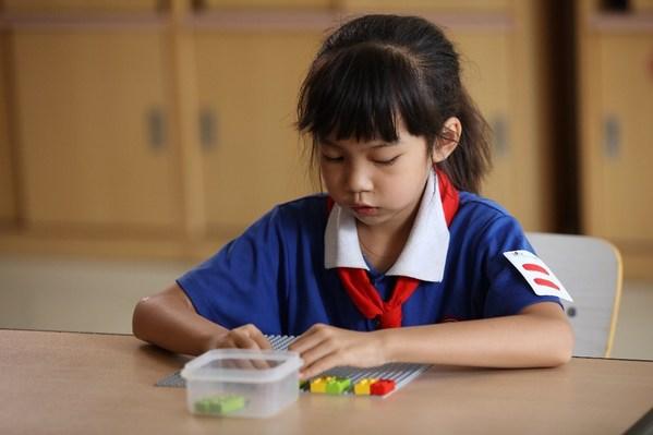乐高(R)盲文积木颗粒支持视障儿童在玩乐中学习和发展各种关键技能
