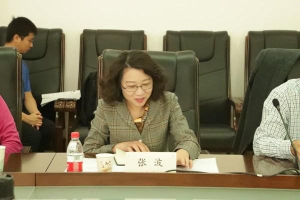 人工智能学院党委书记张波主持会议