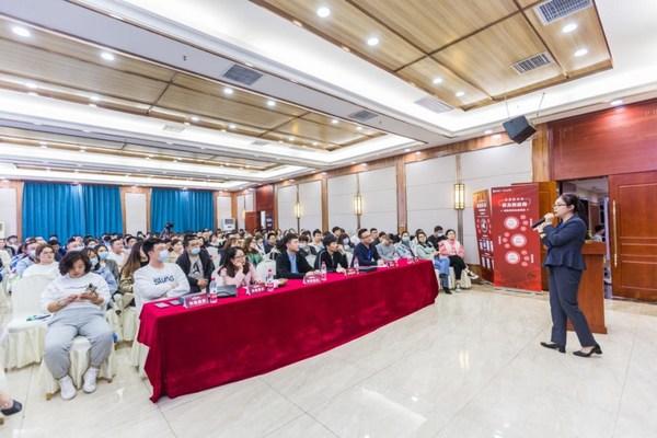 中国供应商实战营销专家吕凤现场演讲