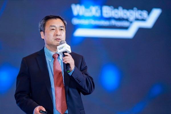 药明生物执行副总裁兼首席技术官周伟昌博士致辞并接受媒体采访