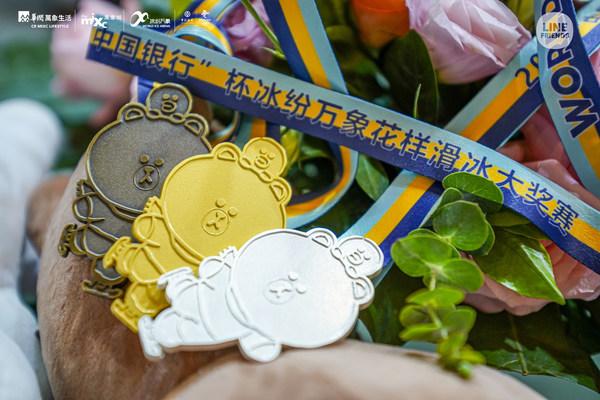LINE FRIENDS 为赛事制作奖杯奖牌