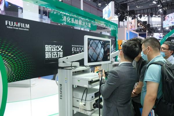在CMEF 2021,富士胶片展出了ELUXEO 7000内镜系统等组成的消化系统解决方案