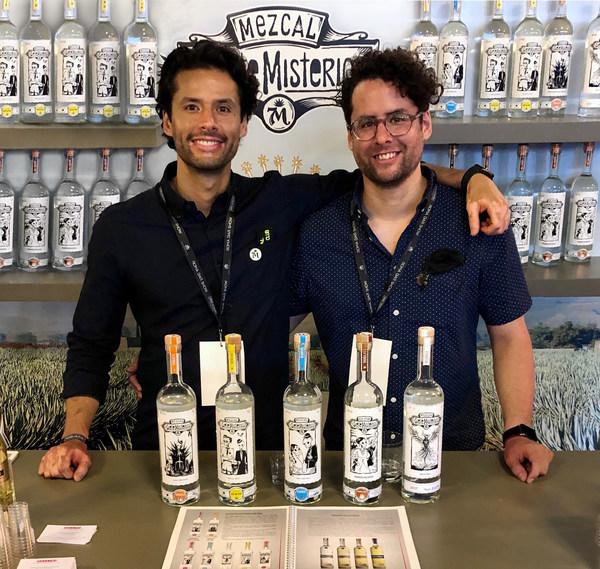 Eduardo Mestre(左)和Julio Mestre(右)
