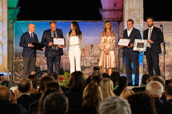 """Marco Tardelli and Hansi Muller, winners of the Paolo Rossi Special Award """"Modello per i giovani"""" (Youth Role Model)"""